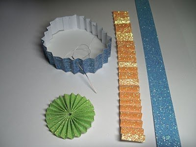 Accordion of paper for making a cupcake from paper