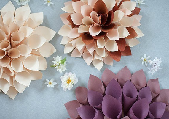 Ready-made dahlias of paper with their own hands