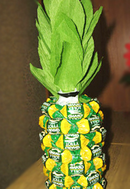 Pineapple from plastic bottles and candies with their own hands