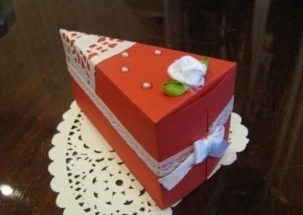 кусочек торта из бумаги