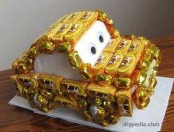 автомобиль из конфет своими руками