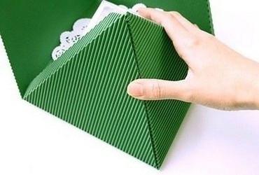 продолжаем складывать пирамидку из бумаги