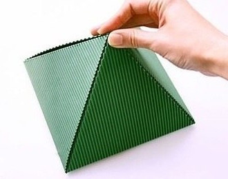 складываем пирамидку из бумаги