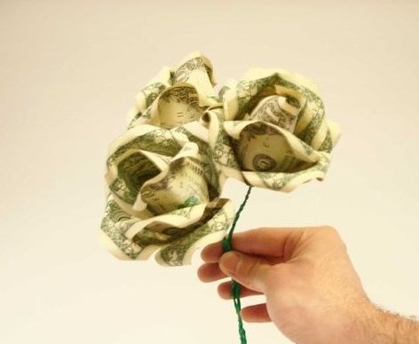 Bouquet of roses from banknotes with their hands