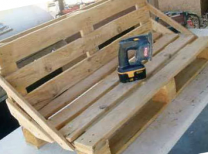 Grinding benches from pallets