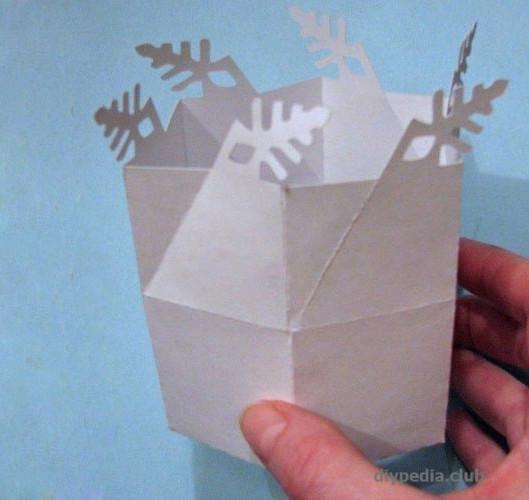складаем коробочку-снежинку