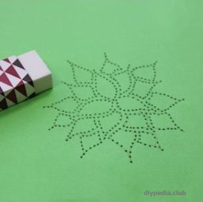 стираем карандаш ластиком