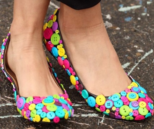 Button shoes with their own hands