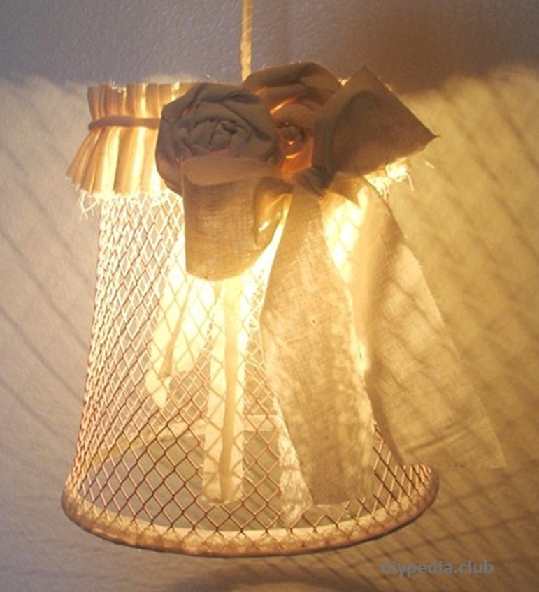 Make a lampshade from the paper basket hand made
