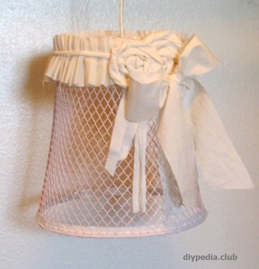 Make a lampshade from the basket handmade