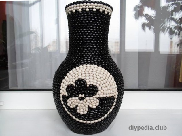 Decor vases by beans