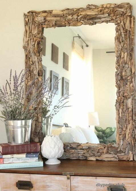 Рамка для зеркала из щепок и коры деревьев