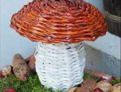 гриб из газетных трубочек